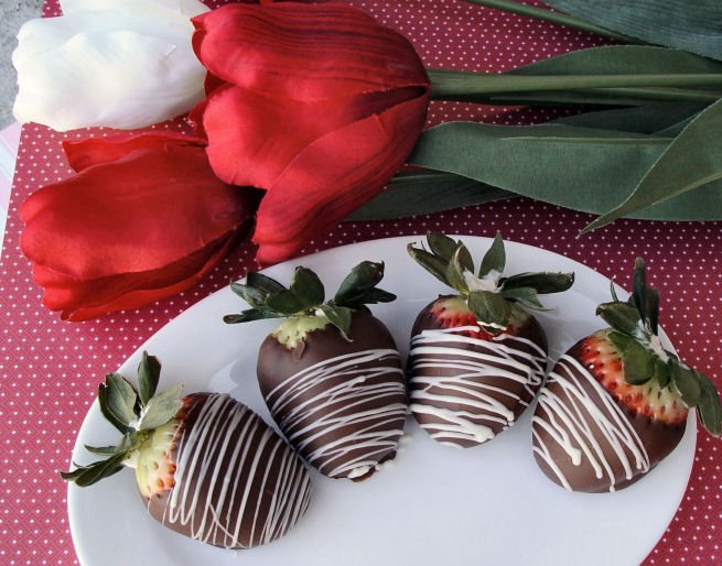 Chocolate Dipped Strawberries with Cream Cheese Filling
