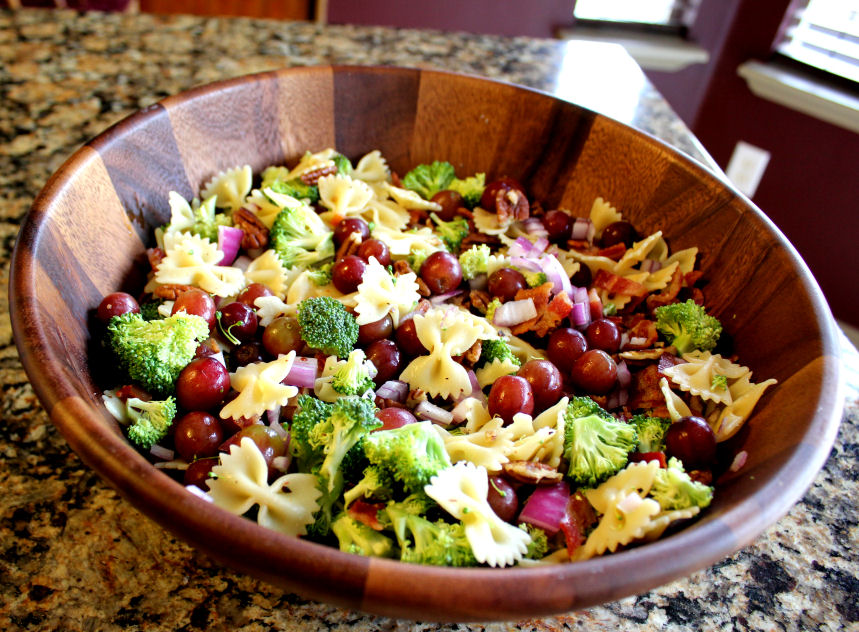 Sweet and Tangy Bacon Broccoli Pasta Salad