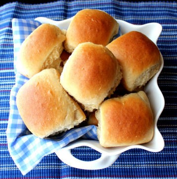 Fluffy Honey Wheat Dinner Rolls