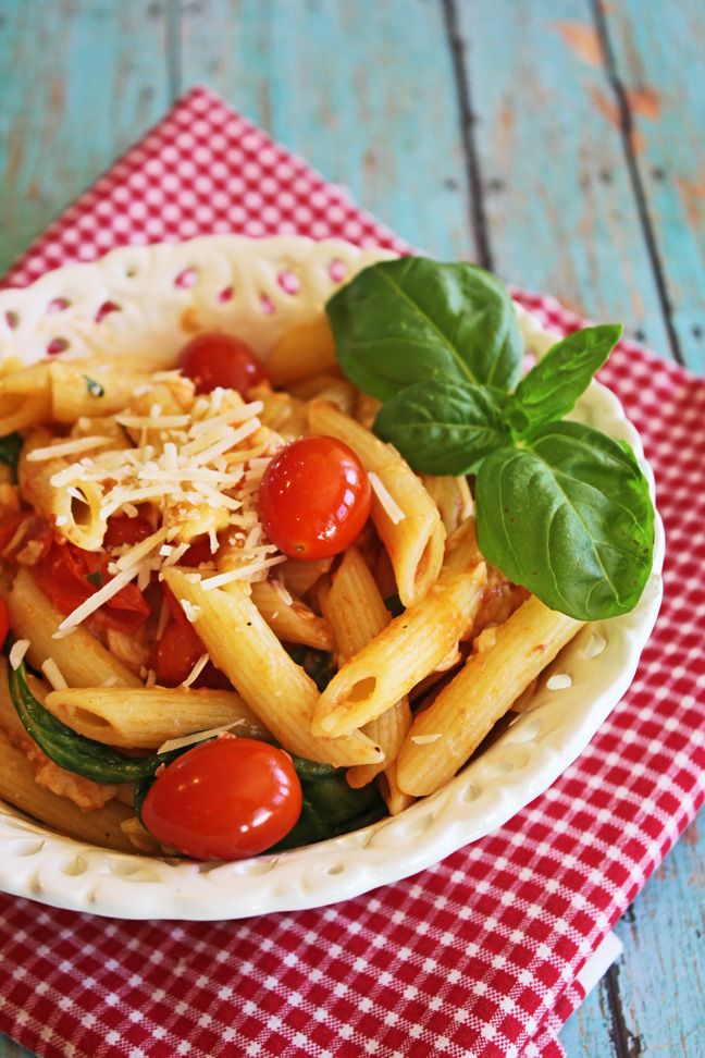 Penne Pasta with Tomatoes and Spinach from Jamie Cooks It Up!!