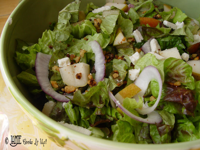 Green Salad with Pears and Cinnamon Walnuts