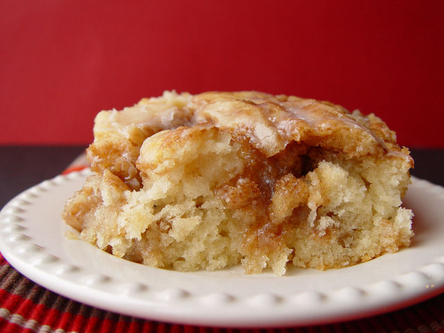 Cinnamon Roll Cake. Easy, breezy, beautiful.