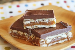 Easy Homemade Twix Bars from Jamie Cooks It Up!