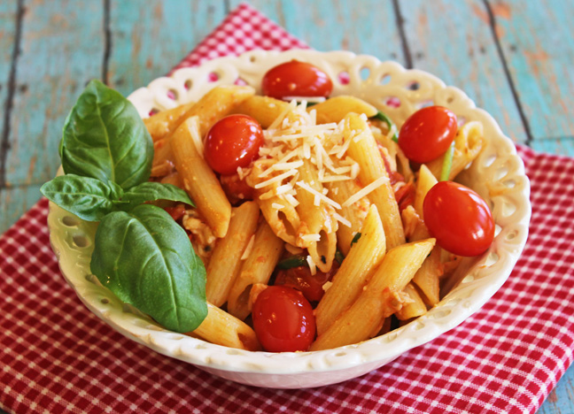 Penne Pasta with Tomatoes and Spinach from Jamie Cooks It Up!