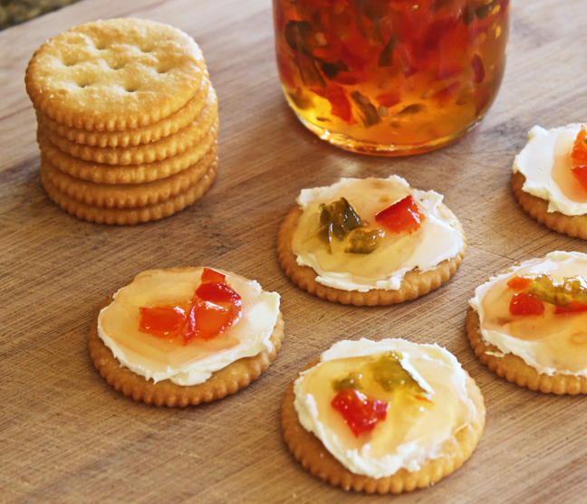 Jalapeno Pepper Jelly with Crackers