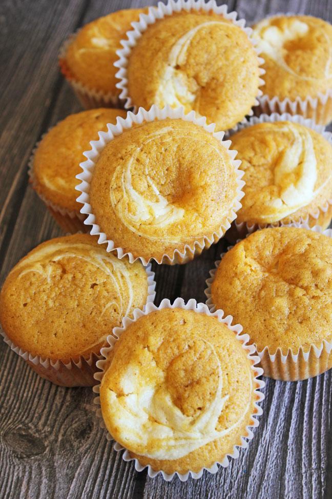 pumpkin-cream-cheese-swirl-muffins